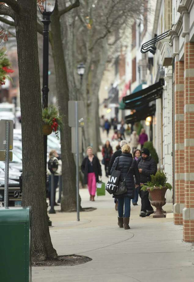 Holiday shopping is in full force throughout the town of Greenwich this week as folks shop along Greenwich Avenue Wednesday, Dec. 17, 2014. Photo: Tyler Sizemore / Greenwich Time