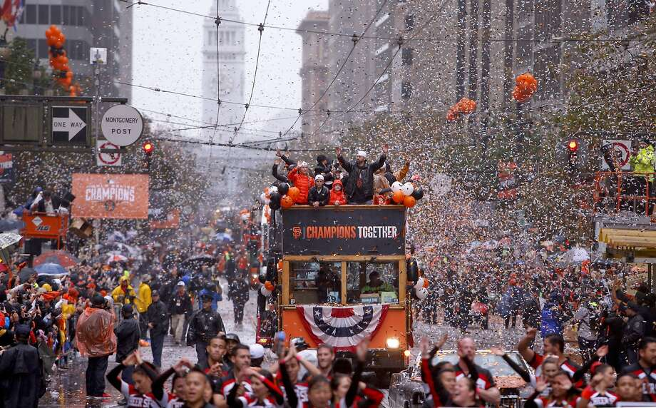 Jeremy Affeldt waves to fans along the confetti-filled route as the world champion Giants celebrate their World Series title on Oct. 31, 2014. Photo: Michael Macor, The Chronicle