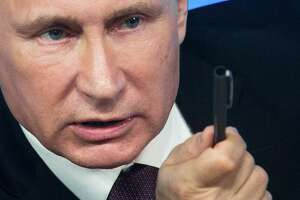Putin: West wants to defang, declaw Russian bear - Photo