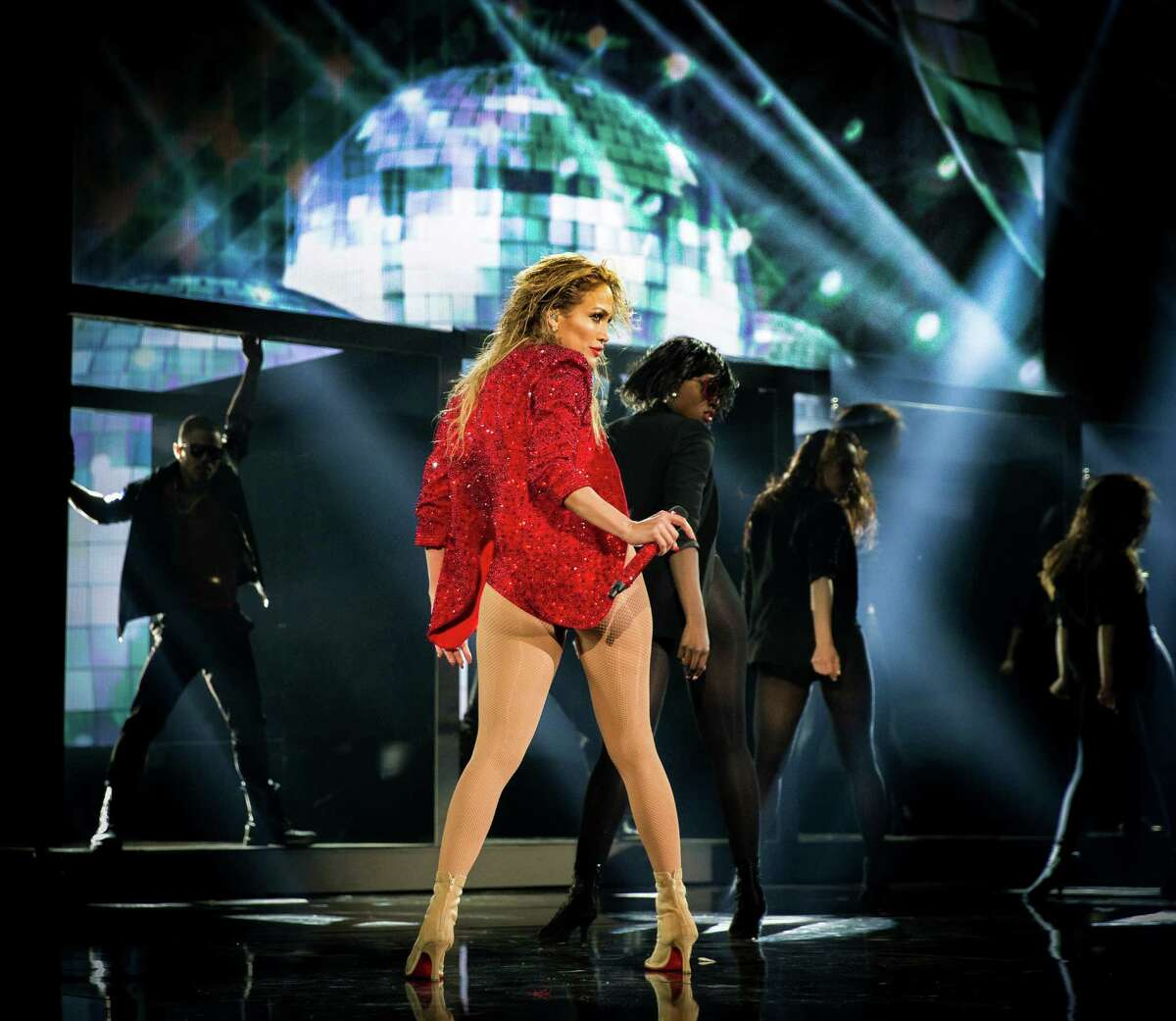 Jennifer Lopez performs her
