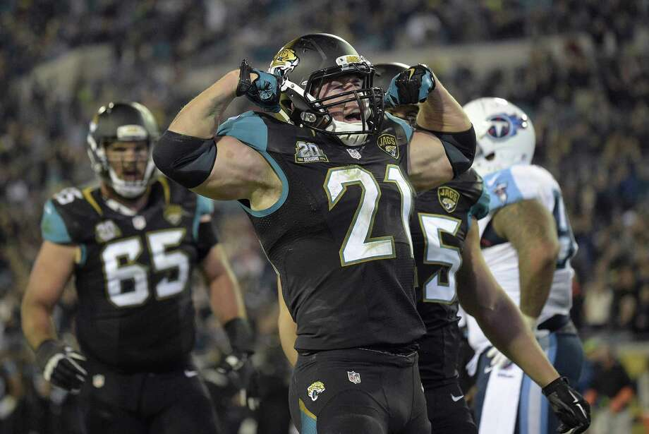 Stanford alum Toby Gerhart is pumped after his 1-yard TD run for the Jaguars. Photo: Phelan M. Ebenhack / Associated Press / FR121174 AP