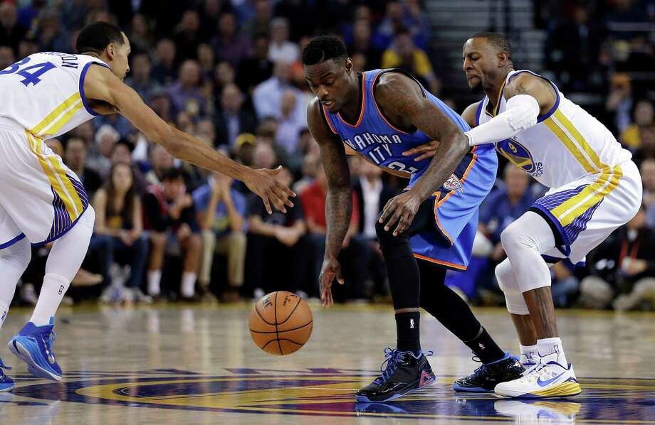 Golden State Warriors' Shaun Livingston, left, and Andre Iguodala, right, try to steal the ball from Oklahoma City Thunder guard Anthony Morrow during the first half of an NBA basketball game Thursday, Dec. 18, 2014, in Oakland, Calif. (AP Photo/Ben Margot) Photo: Ben Margot / Associated Press / AP