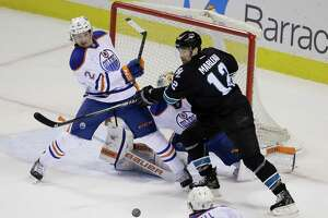 Sharks score twice in 3rd to rally past Oilers - Photo