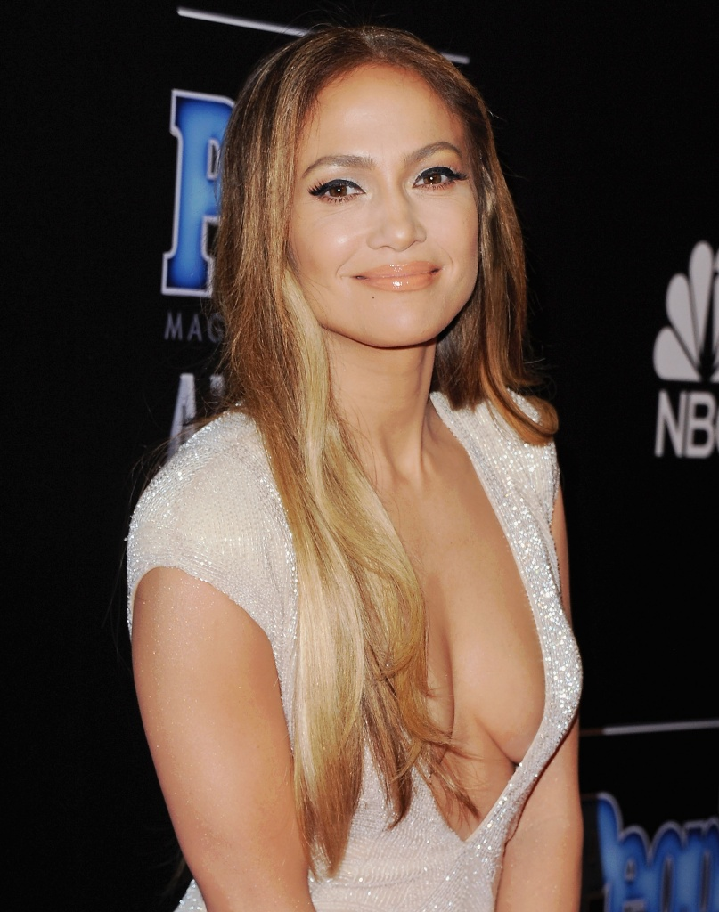 Actress Jennifer Lopez arrives at The PEOPLE Magazine Awards at The