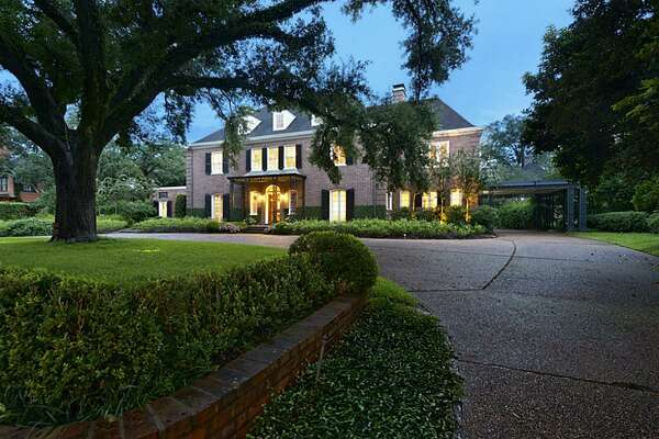 1323 North Boulevard  : 3 bedrooms / 3.5 bathrooms / 5,784 square feet / Price: $5,600,000