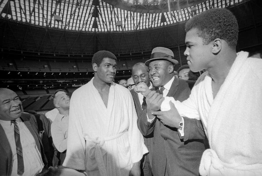 Ernie Terrell (left) and Muhammad Ali (right) before their fight in 1967. Between them is former champ Sonny Liston. Photo: ED KOLENOVSKY / Associated Press / AP