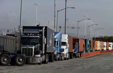 Port of Oakland delays: 'Absolute madness' threatens