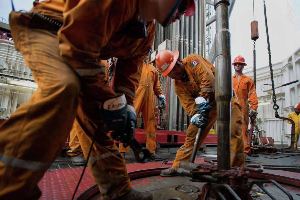 Workers prepare drilling pipe on a Pemex deep sea platform. Because Mexican deep-water and shale projects are riskier and more costly, plummeting crude prices make near-shore opportunities more attractive to companies looking to move into Mexico.
