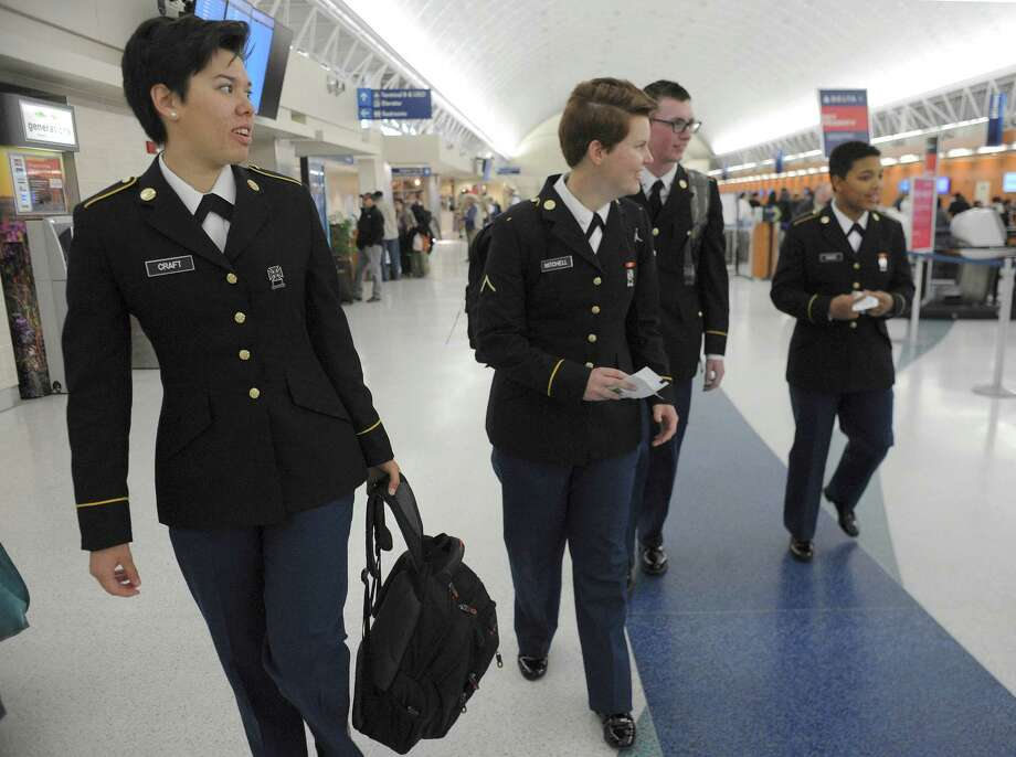 Soldiers Lauren Craft (from left), Kayla Mitchell, Harley Pettus and Jacqueline Davis walk through International Airport. Photo: Billy Calzada /San Antonio Express-News / San Antonio Express-News