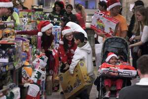 Christmas comes early to the Tenderloin - Photo