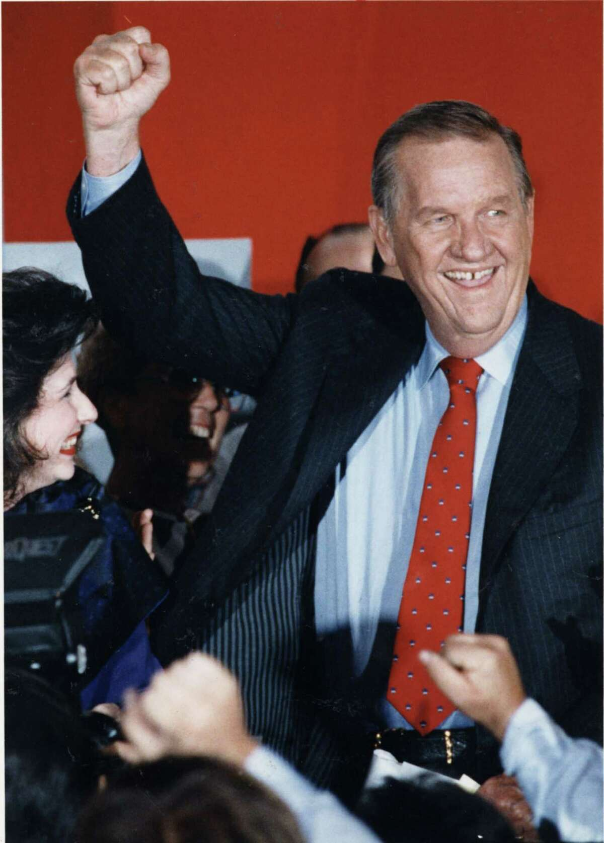 Mayoral runoff candidate, Bob Lanier, makes a victory speech at his headquarters, after incumbent Kathy Whitmire conceded defeat on Nov 5, 1991.