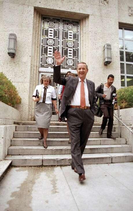 Houston Mayor Bob Lanier leaves City Hall on Dec. 10, 1991. Photo: BETTY TICHICH, Houston Chronicle / Houston Chronicle