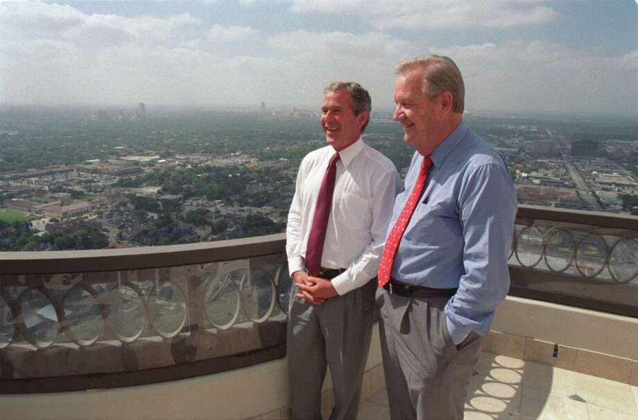 Former Houston mayor Bob Lanier stands with then-Gov. George W. Bush on July 7, 1998. Photo: BUSTER DEAN, HOUSTON CHRONICLE / HOUSTON CHRONICLE