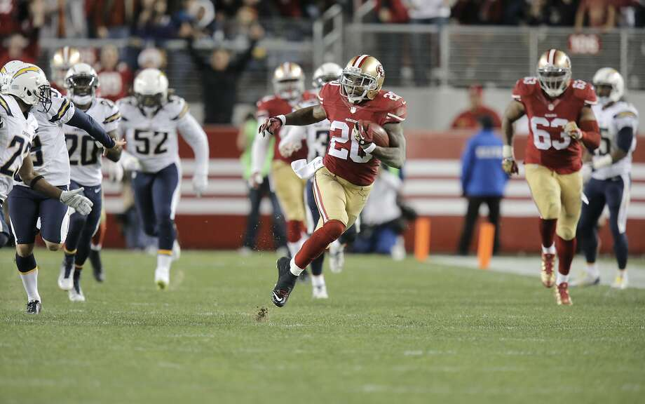 Perrish Cox, here returning a kickoff for the 49ers against the Chargers in a late December game, has had a good run of financial success recently. Photo: Michael Macor, The Chronicle