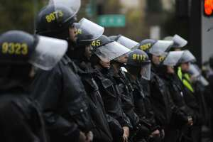 Oakland police say protests hinder crime-fighting efforts - Photo