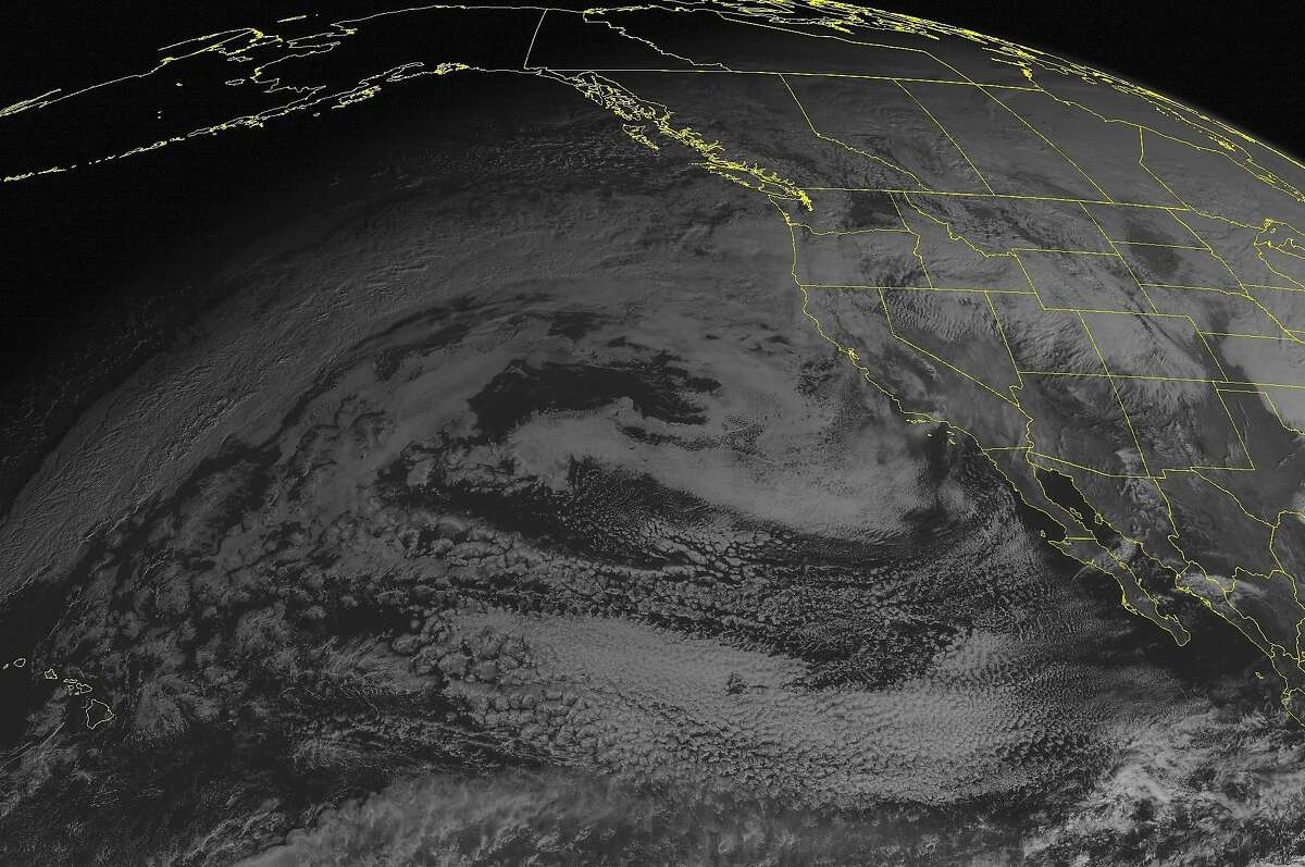 This NOAA satellite image taken Sunday, December 21, 2014 at 01:00 PM EST shows an area of low pressure and it\'s associated cold front moving into the Pacific Northwest. Heavy rain will continue from Washington to Oregon and northern California while snow will fall in the higher elevations of the Intermountain West. Clouds will overspread southern California and the desert southwest.(AP PHOTO/WEATHER UNDERGROUND)