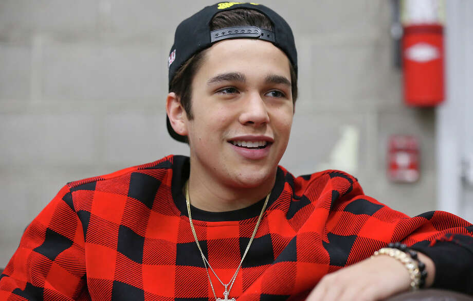 Austin Mahone opens up about dad's death in next week's episode of 'Hollywood Medium with Tyler Henry.'  Photo: Edward A. Ornelas /San Antonio Express-News / © 2014 San Antonio Express-News