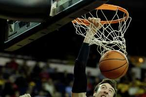 Cal has big challenge in Wisconsin's senior center Kaminsky - Photo