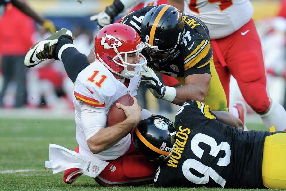 The Steelers' Cameron Heyward (top) and Jason Worilds sack Chiefs quarterback Alex Smith in the second half. Photo: Don Wright / Associated Press / FR87040 AP