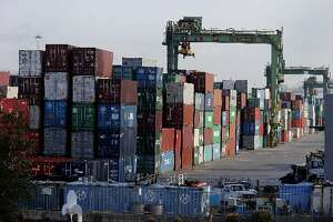 Port of Oakland vows to 'improve cargo flow' - Photo