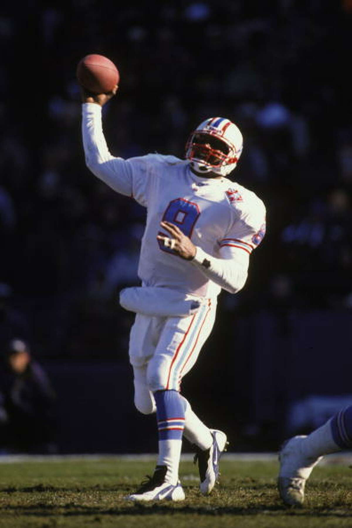 BALTIMORE, MD - DECEMBER 22: Steve McNair #9 of the Houston Oilers throws a pass during a NFL football game against the Baltimore Ravens on December 22, 1996 at Memorial Stadium in Baltimore, Maryland.