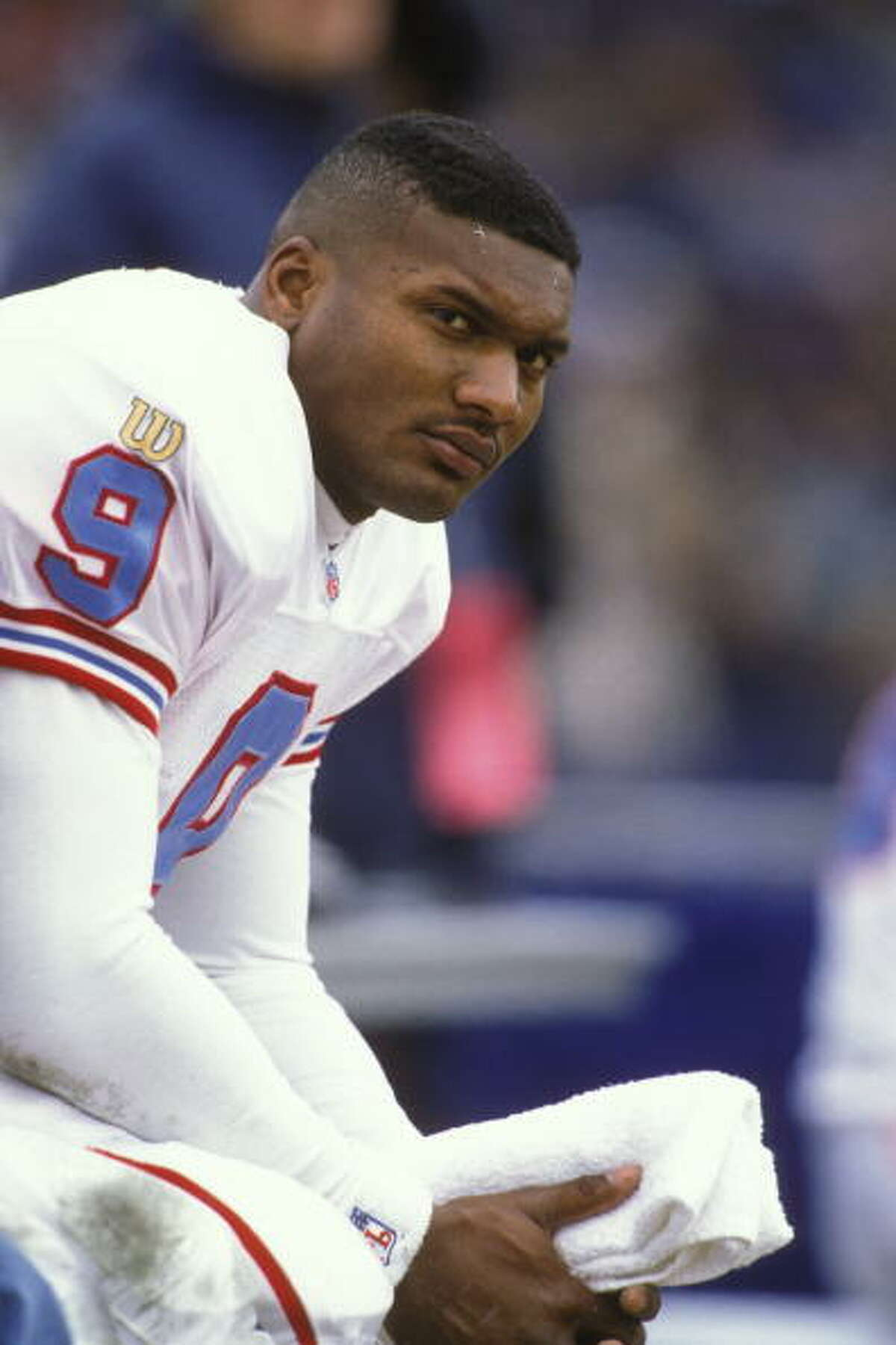 BALTIMORE, MD - DECEMBER 22: Steve McNair #9 of the Houston Oilers during a NFL football game against the Baltimore Ravens on December 22, 1996 at Memorial Stadium in Baltimore, Maryland.