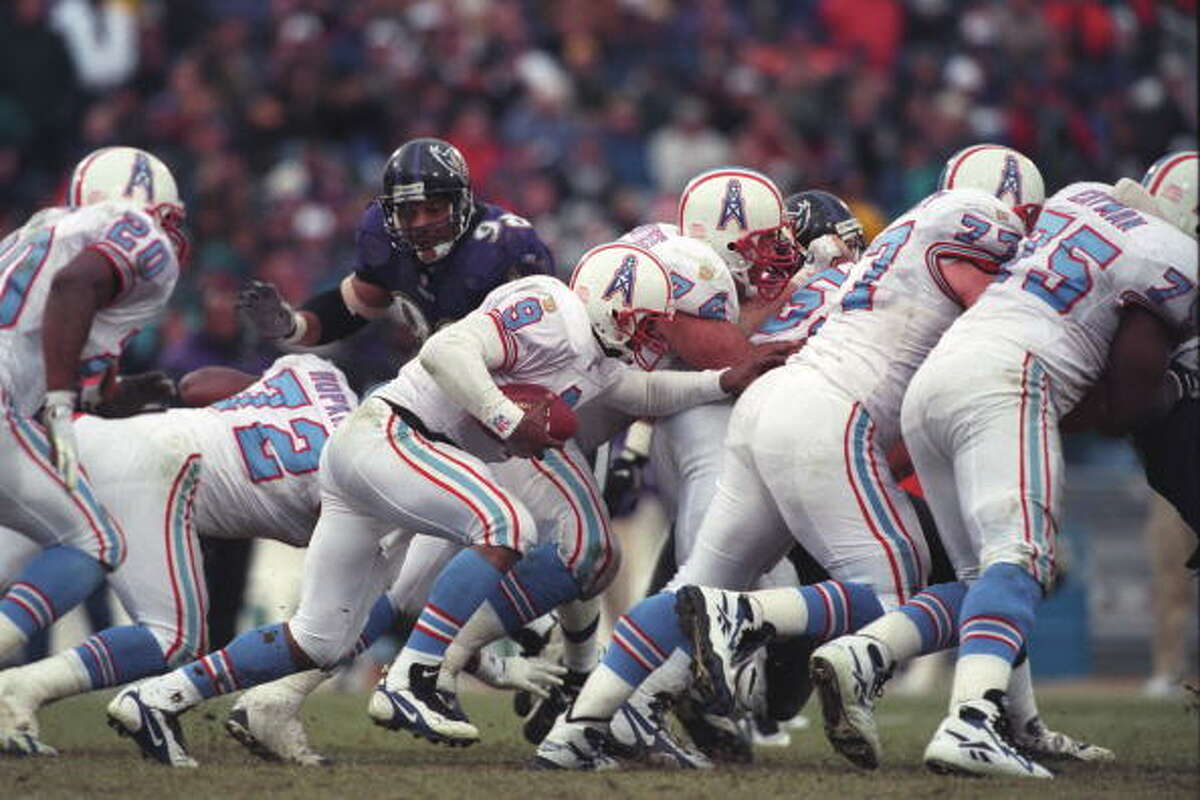 Photos of the Houston Oilers' last game BALTIMORE, MD - DECEMBER 22: Steve McNair #9 of the Houston Oilers runs with ball during a NFL football game against the Baltimore Ravens on December 22, 1996 at Memorial Stadium in Baltimore, Maryland.