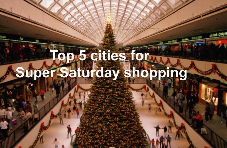 A recent poll commissioned by Walmart showed that nationwide, 42 percent of customers do the bulk of their Christmas shopping in December, with 36 percent procrastinating until Super Saturday. Photo: Witold Skrypczak, Getty Images / Lonely Planet Images