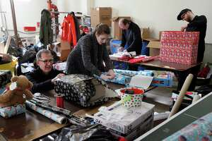 S.F. nonprofit makes sure homeless families get holiday gifts - Photo