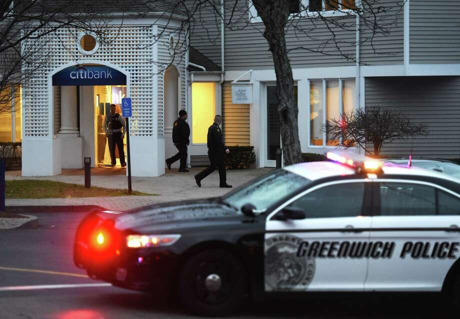 Greenwich Police investigate a possible bank robbery at Citibank in the Cos Cob section of Greenwich, Conn. Monday, Dec. 22, 2014. Photo: Tyler Sizemore / Greenwich Time
