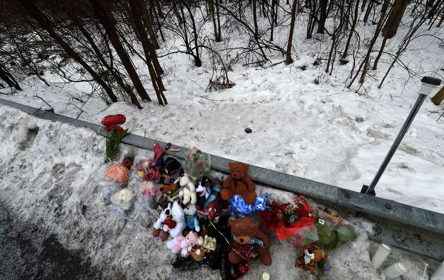 A memorial is set up Tuesday Dec. 23, 2014, at the site where the body of Kenneth White was found over the guard rail across the street from his home on Thacher Park Road in Knox, N.Y.     (Skip Dickstein/Times Union) Photo: SKIP DICKSTEIN / 00029971A