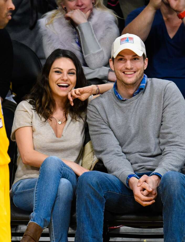 Mila Kunis (L) and Ashton Kutcher attend a basketball game between the Oklahoma City Thunder and the Los Angeles Lakers at Staples Center on December 19, 2014 in Los Angeles, California. Photo: Noel Vasquez, GC Images