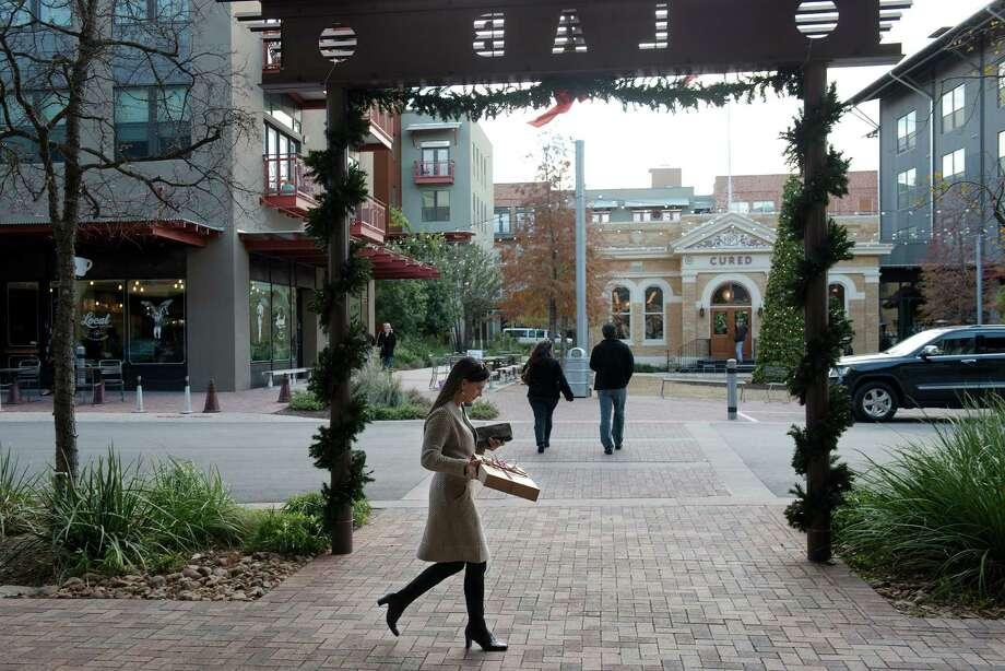 Lauren Wood walks away from shops at the Pearl with a last-minute gift for her boyfriend on Tuesday, December 23, 2014. Photo: Matthew Busch / © Matthew Busch, 2012