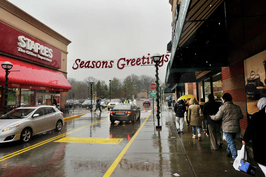 Shoppers come and go at the Ridgeway Shopping Center in Stamford, Conn., on Christmas Eve, Wednesday, Dec. 24, 2014. Photo: Jason Rearick / Stamford Advocate