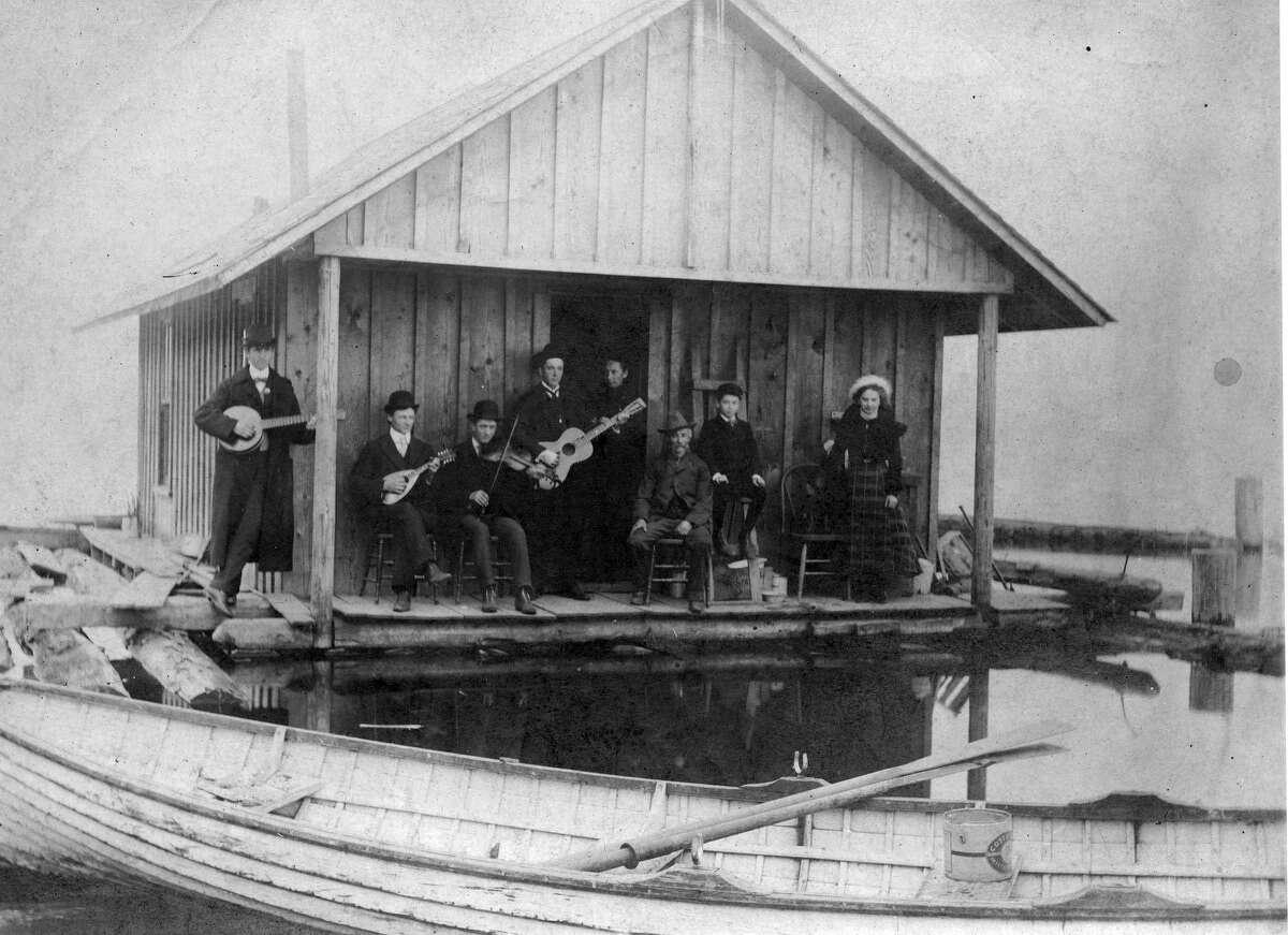 Schahn family at Rainier Beach, pictured in 1902.