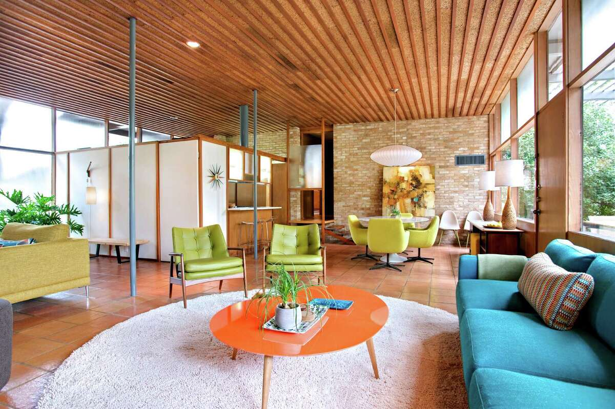 Spaces flow in midcentury modern design, exemplified in Casa Nido, the Terrell Hills home shared by Douglas Galloway and John Allison.