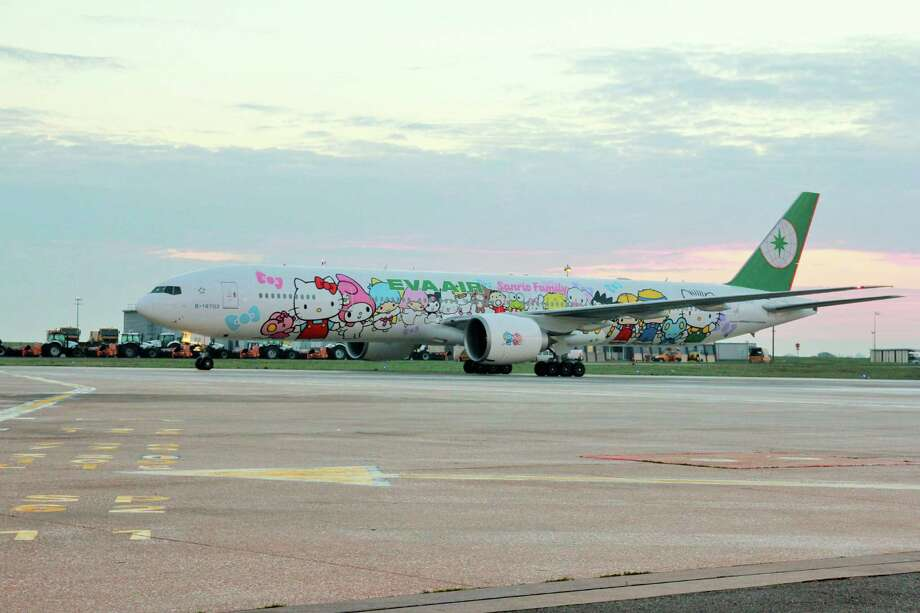 Taiwan-based EVA Air flew a Hello Kitty-themed aircraft on Los Angeles and Paris routes to Taiwan. Photo: Courtesy Photo / ONLINE_YES
