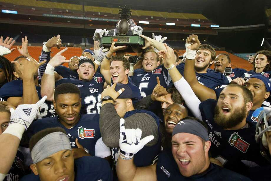The Rice football team holds up the Hawaii Bowl trophy after beating Fresno State on Dec. 24, 2014, in Honolulu. Photo: Eugene Tanner /Associated Press / FR168001 AP
