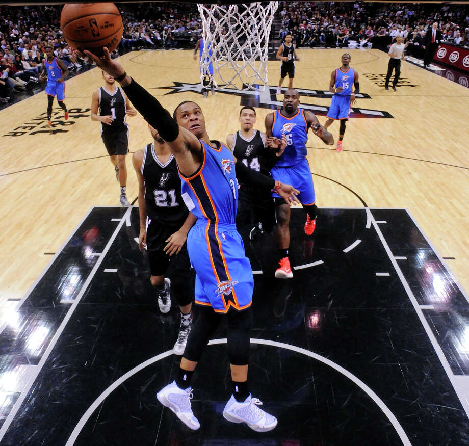Russell Westbrook gets to the rim in the first half. Photo: Edward A. Ornelas /San Antonio Express-News / © 2014 San Antonio Express-News