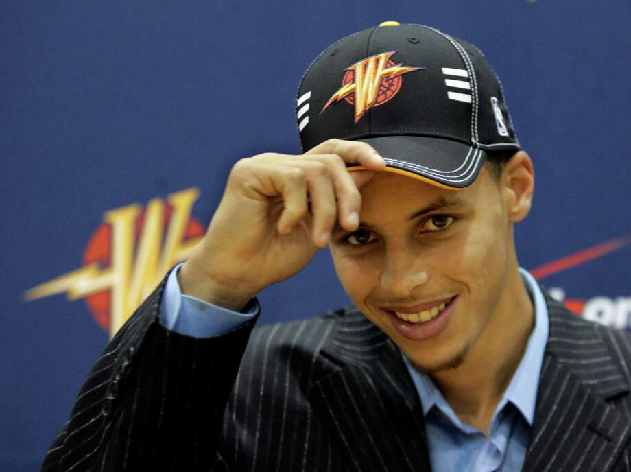 The Warriors draft guard Stephen Curry in 2009. Photo: Paul Sakuma / AP / AP