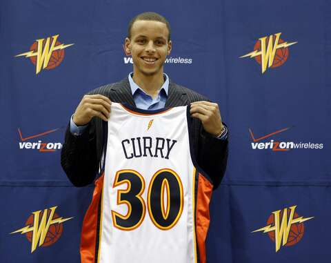 8f7a92b4b96 Golden State Warriors top draft pick Stephen Curry poses with his new jersey  during a news