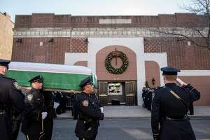 Slain N.Y. police officer mourned, praised - Photo
