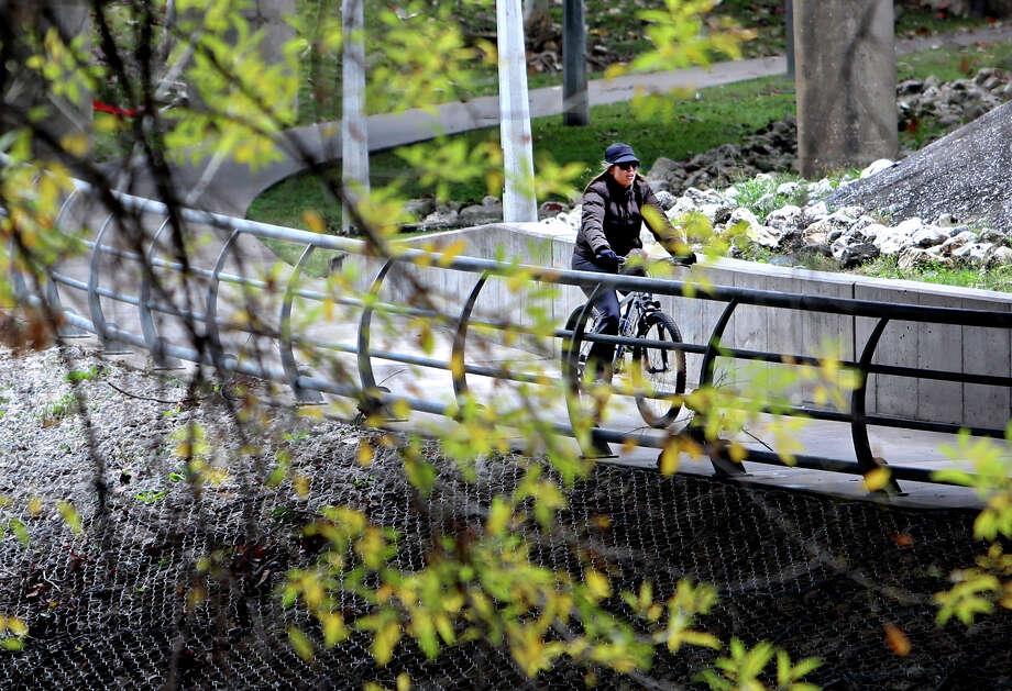 Buffalo Bayou boasts some of the 150 miles of bike trails built in 2012. Photo: Gary Coronado, Staff / © 2014 Houston Chronicle