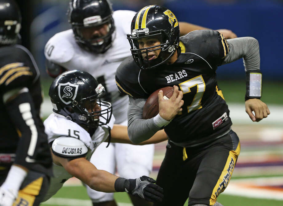 Bear quarterback Da'Shawn Key grinds into the Knight defense in the second half as Steele plays Brennan at the Alamodome in second round 6A high school Division I I playoff action on November 22, 2014. Photo: TOM REEL