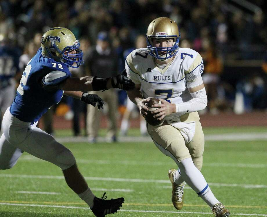 Alamo Heights quarterback Dalton Banks makes a break for the end zone against Kerrville Tivy's Taylor Fair in a District 27-5A game in Kerrville on Nov. 7, 2014. Photo: Kin Man Hui /San Antonio Express-News / ©2014 San Antonio Express-News