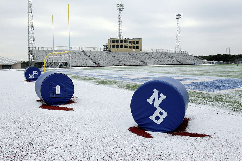 High school athletic directors in the San Antonio area are canceling some events in anticipation of icy weather overnight. Photo: TOM REEL, By Tom Reel/Express-News