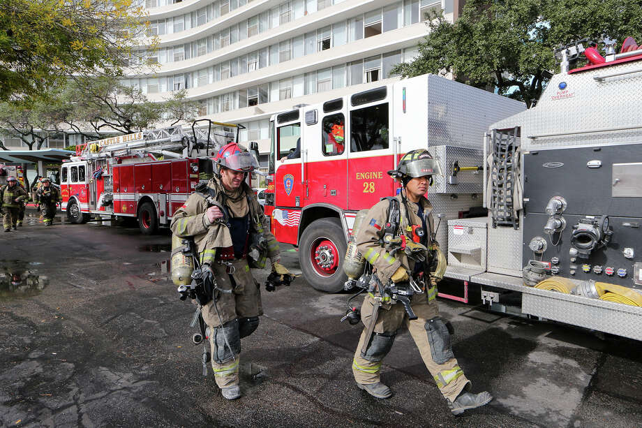 Firefighters and emergency units prepare to leave from a 3-alarm fire at the Wedgwood Senior Apartments, 6701 Blanco Road., on Sunday, Dec. 28, 2014. MARVIN PFEIFFER/ mpfeiffer@express-news.net Photo: Marvin Pfeiffer, Fire 1228 / Express-News 2014