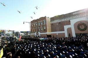 N.Y. police boss calls officers' funeral protest 'inappropriate' - Photo
