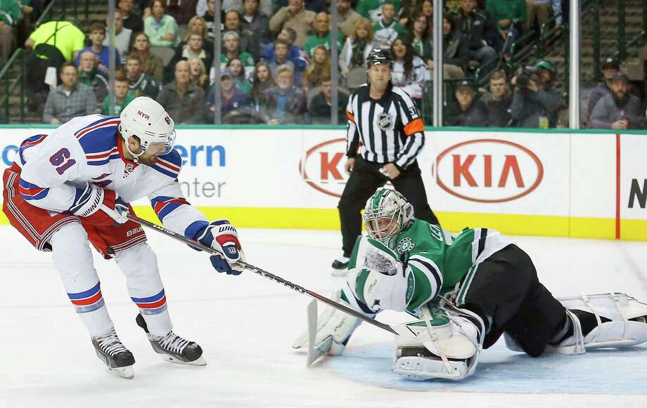 DALLAS, TX - DECEMBER 29:  Kari Lehtonen #32 of the Dallas Stars deflects a shot on goal against Rick Nash #61 of the New York Rangers in the second period at American Airlines Center on December 29, 2014 in Dallas, Texas.  (Photo by Tom Pennington/Getty Images) ORG XMIT: 507048519 Photo: Tom Pennington / 2014 Getty Images