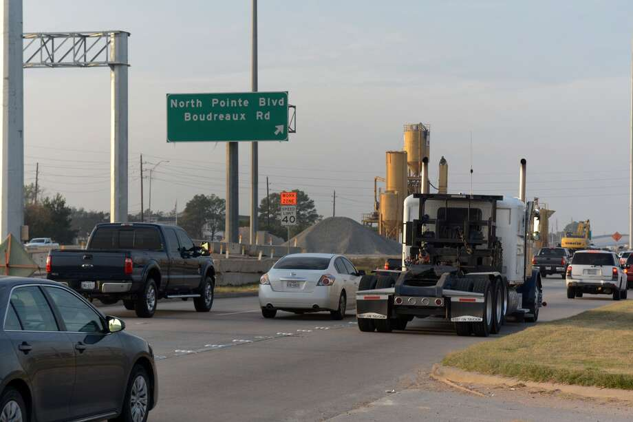 Local signage leads SH 249 north bound traffic to the North Pointe and Boudreaux intersections. Photo: Jerry Baker, Freelance